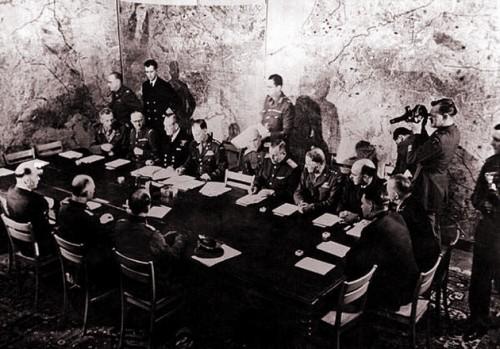 8 V 1945-02.jpg